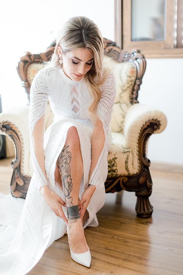 chic-moody-wedding-nicosia-llush-florals-modern-elements_08