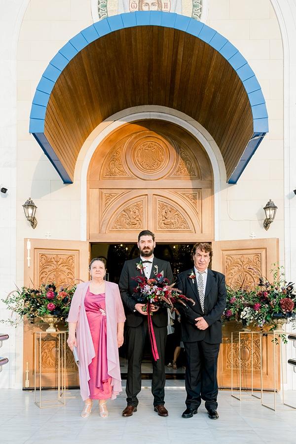 chic-moody-wedding-nicosia-llush-florals-modern-elements_14