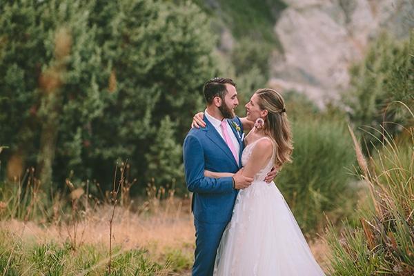 dreamy-destination-wedding-greece-vibrant-pops-bougainvillea-blossoms_02