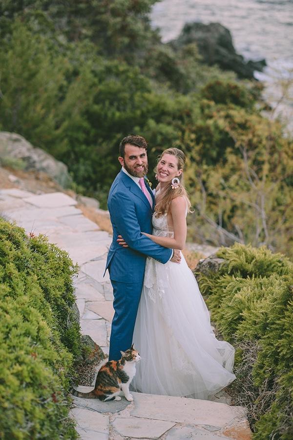 dreamy-destination-wedding-greece-vibrant-pops-bougainvillea-blossoms_02x