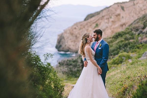 dreamy-destination-wedding-greece-vibrant-pops-bougainvillea-blossoms_03