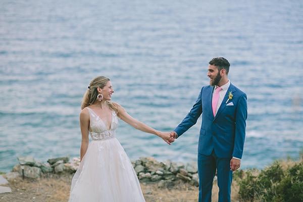 dreamy-destination-wedding-greece-vibrant-pops-bougainvillea-blossoms_04