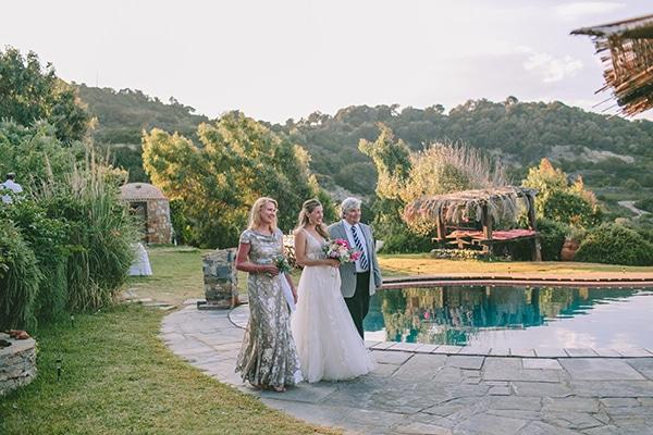 dreamy-destination-wedding-greece-vibrant-pops-bougainvillea-blossoms_15