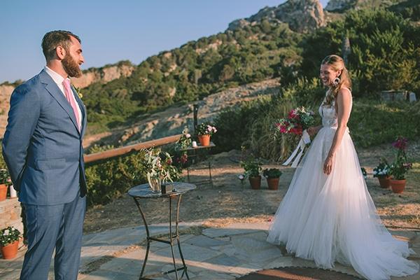 dreamy-destination-wedding-greece-vibrant-pops-bougainvillea-blossoms_17