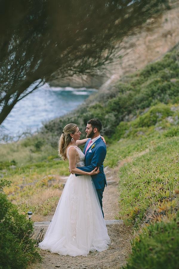 dreamy-destination-wedding-greece-vibrant-pops-bougainvillea-blossoms_32