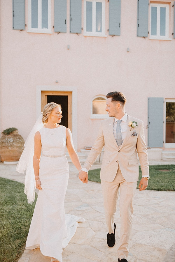 intimate-destination-wedding-corfu-sunflowers-rustic--flair_02