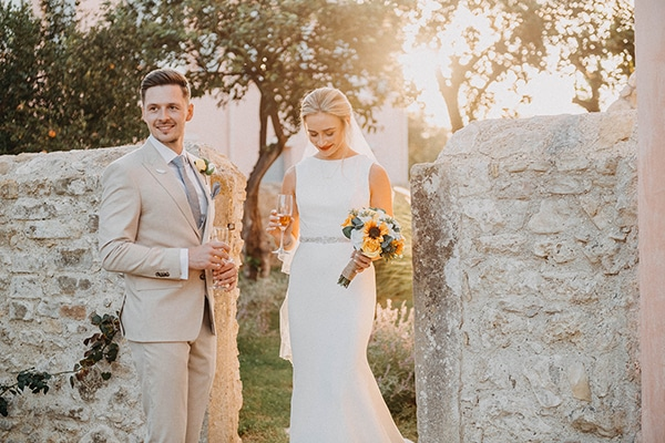 intimate-destination-wedding-corfu-sunflowers-rustic--flair_32