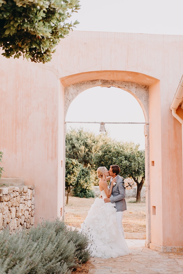 romantic-destinantion-wedding-corfu-roses-hydrangeas-pastel-hues_02