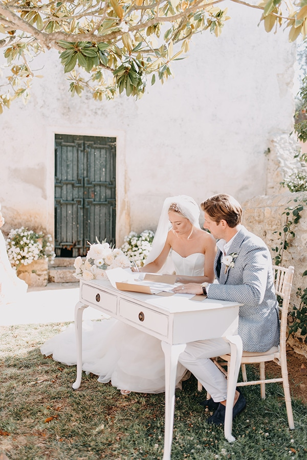 romantic-destinantion-wedding-corfu-roses-hydrangeas-pastel-hues_13