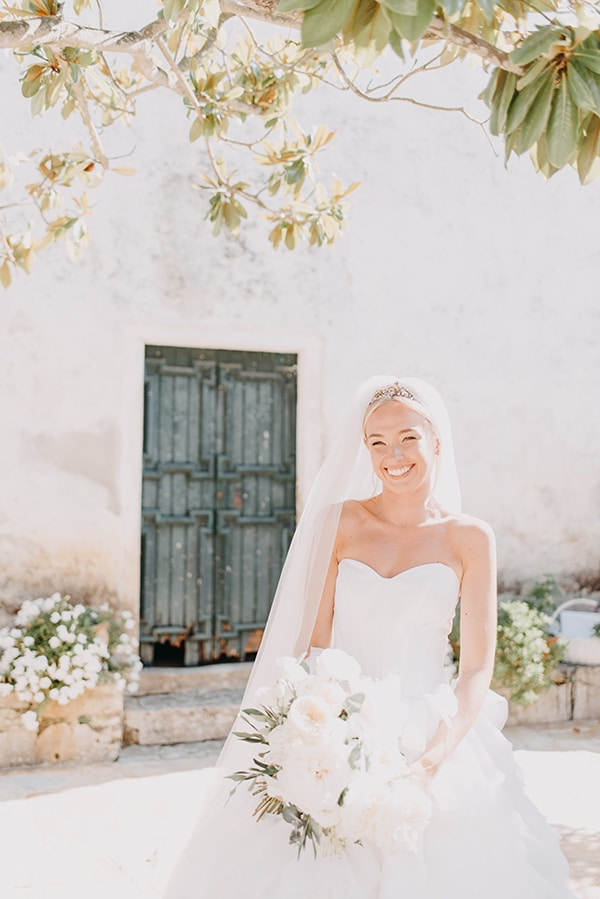 romantic-destinantion-wedding-corfu-roses-hydrangeas-pastel-hues_14