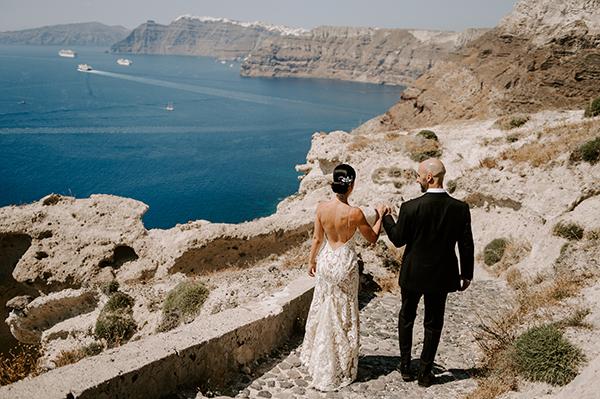 intimate-wedding-santorini-romantic-blooms-fairy-lights_04