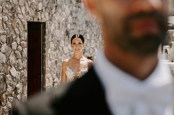 intimate-wedding-santorini-romantic-blooms-fairy-lights_08