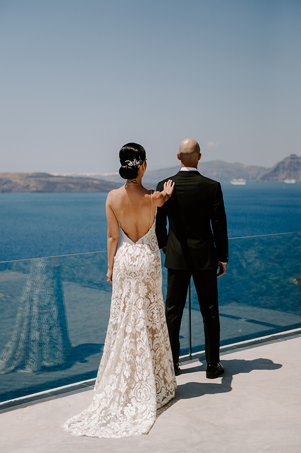 intimate-wedding-santorini-romantic-blooms-fairy-lights_18