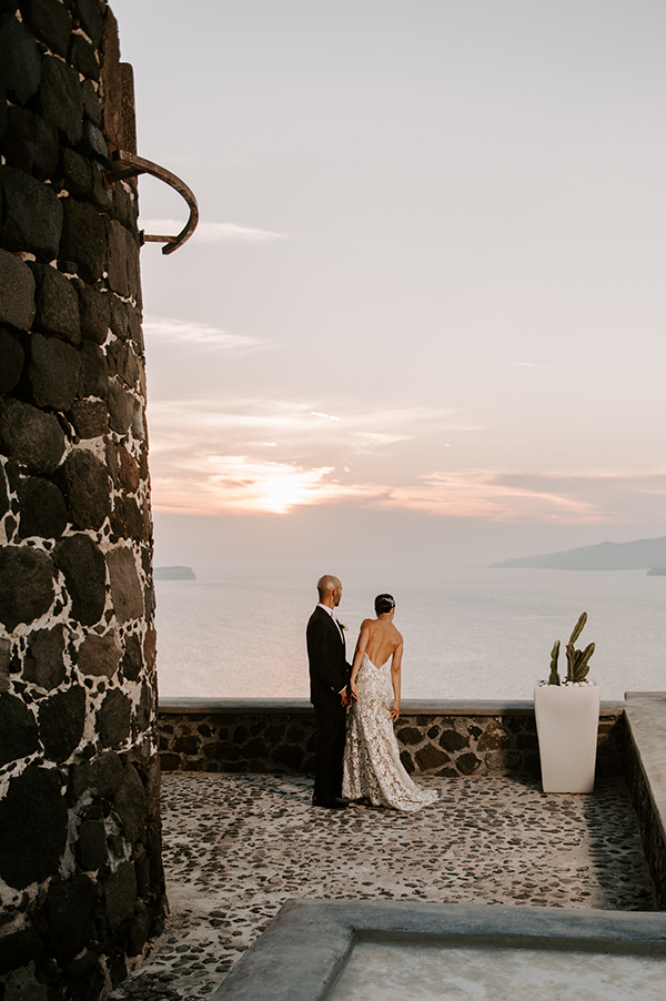 intimate-wedding-santorini-romantic-blooms-fairy-lights_31