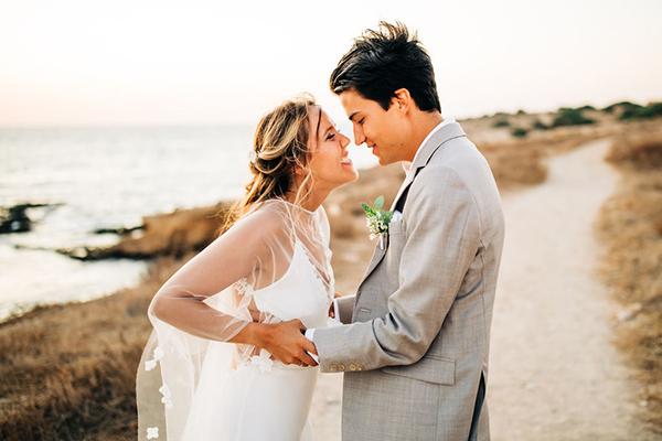 summer-destination-wedding-antiparos-fuchsia-boungainvilea_05
