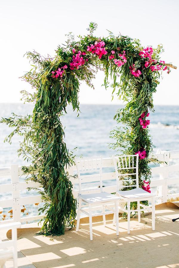 summer-destination-wedding-antiparos-fuchsia-boungainvilea_17