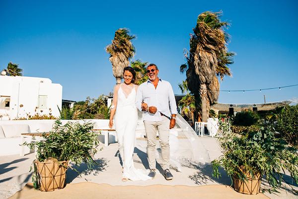 summer-destination-wedding-antiparos-fuchsia-boungainvilea_18