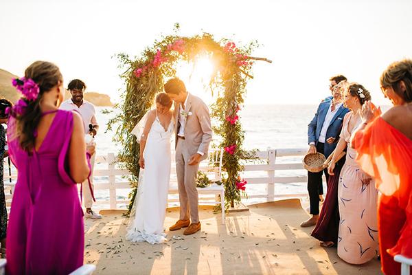 summer-destination-wedding-antiparos-fuchsia-boungainvilea_30