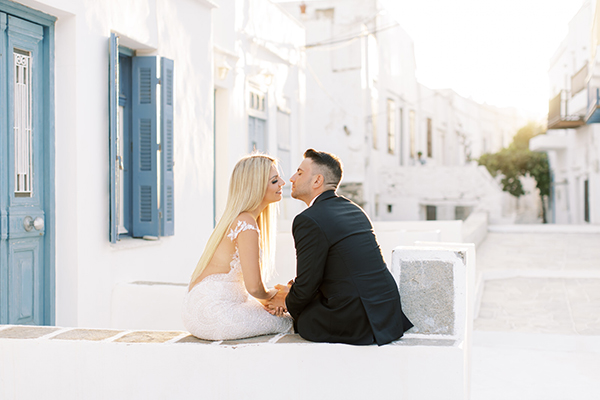 luxurious-summer-wedding-sifnos-romantic-blossoms-white-hues_01