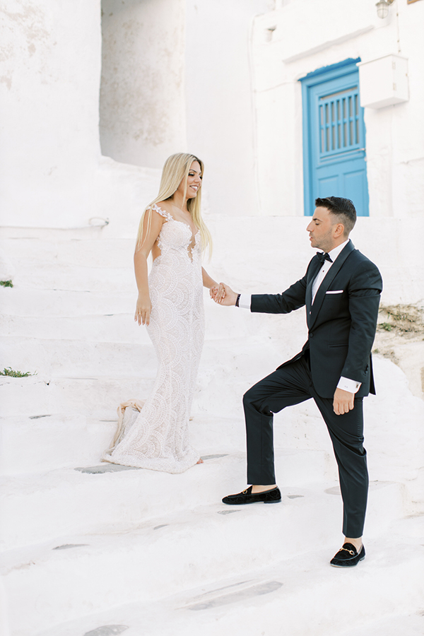 luxurious-summer-wedding-sifnos-romantic-blossoms-white-hues_02