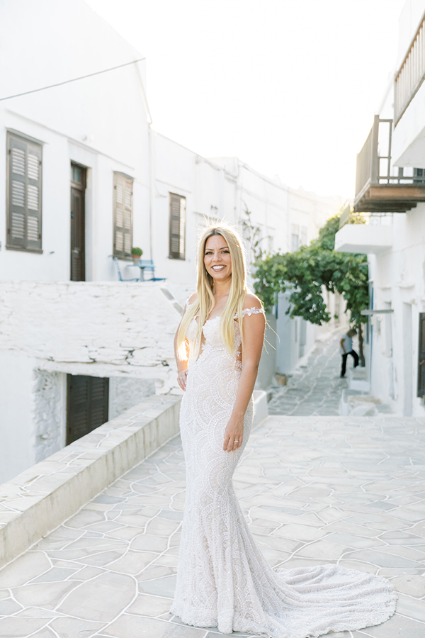 luxurious-summer-wedding-sifnos-romantic-blossoms-white-hues_02x
