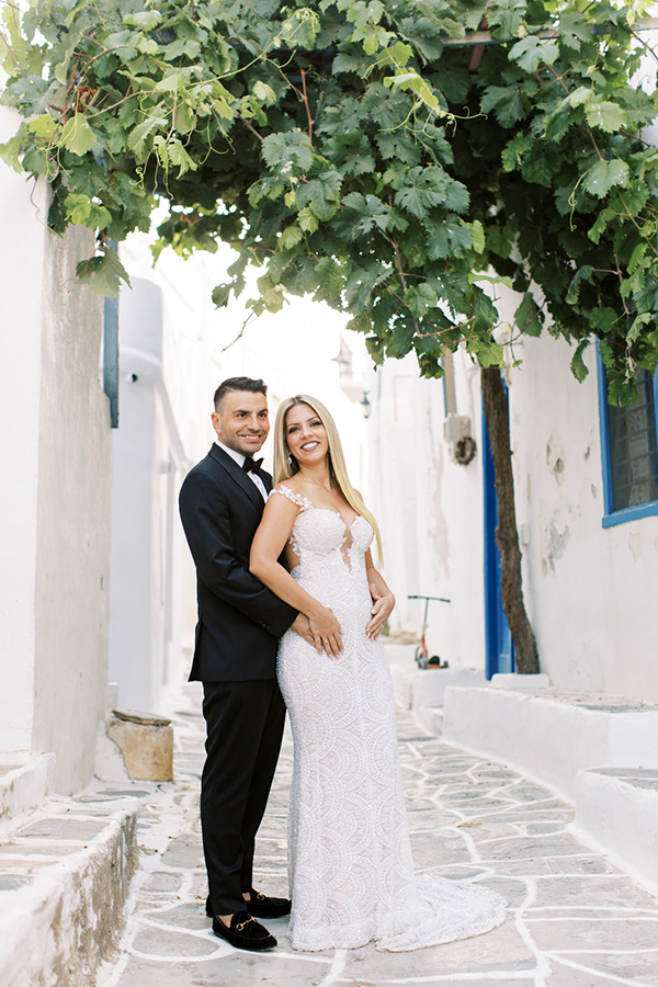 luxurious-summer-wedding-sifnos-romantic-blossoms-white-hues_03x