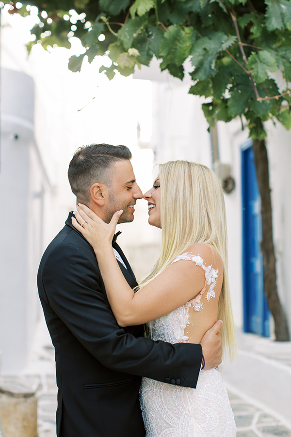 luxurious-summer-wedding-sifnos-romantic-blossoms-white-hues_04