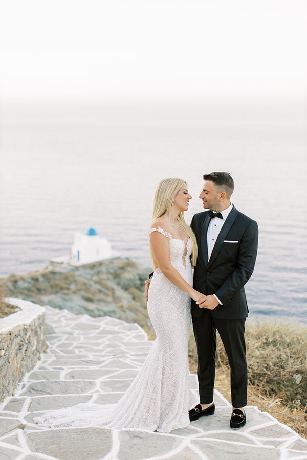 luxurious-summer-wedding-sifnos-romantic-blossoms-white-hues_05x