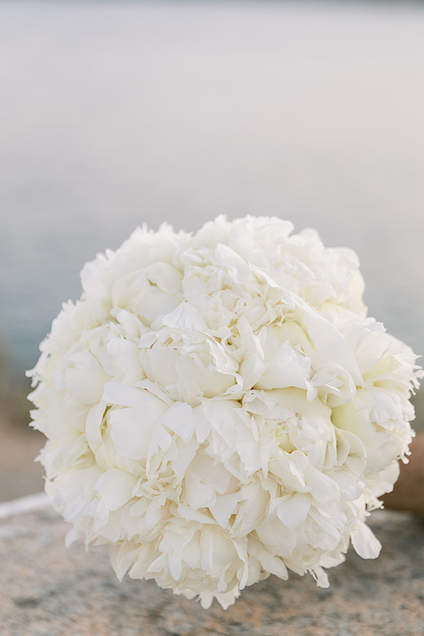 luxurious-summer-wedding-sifnos-romantic-blossoms-white-hues_06x