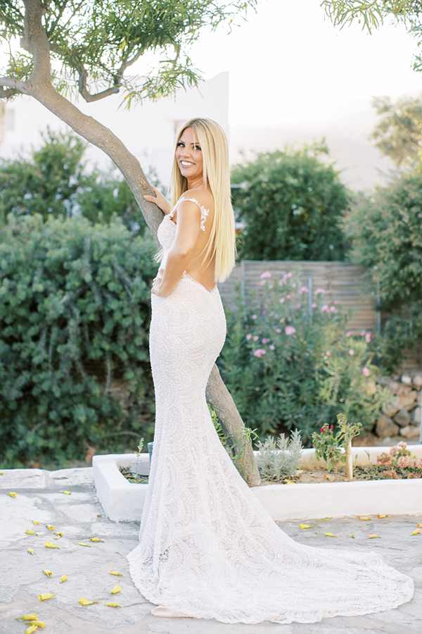 luxurious-summer-wedding-sifnos-romantic-blossoms-white-hues_13
