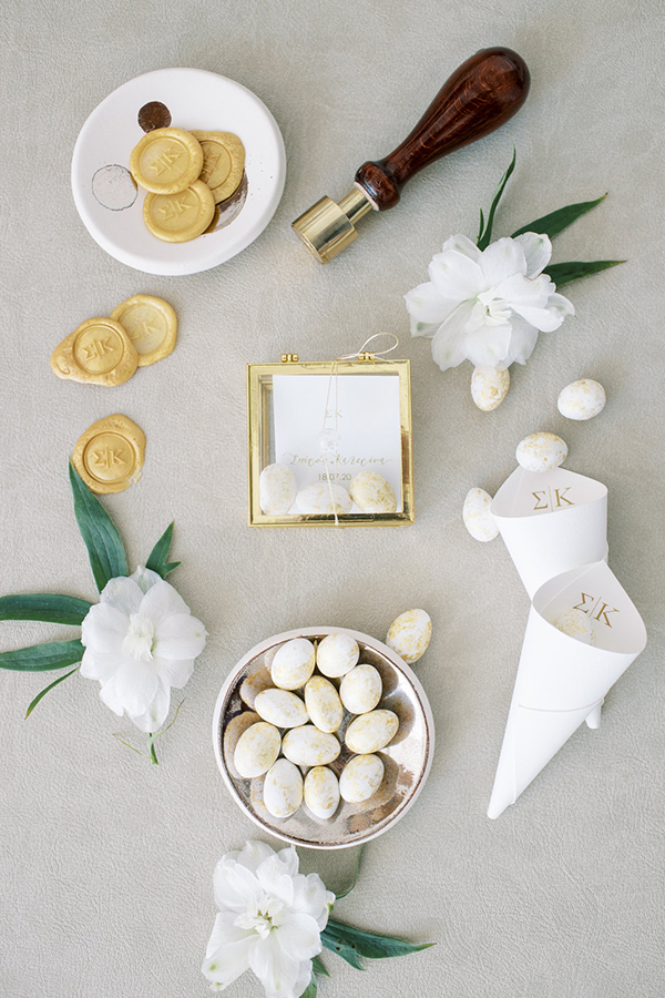 luxurious-summer-wedding-sifnos-romantic-blossoms-white-hues_14