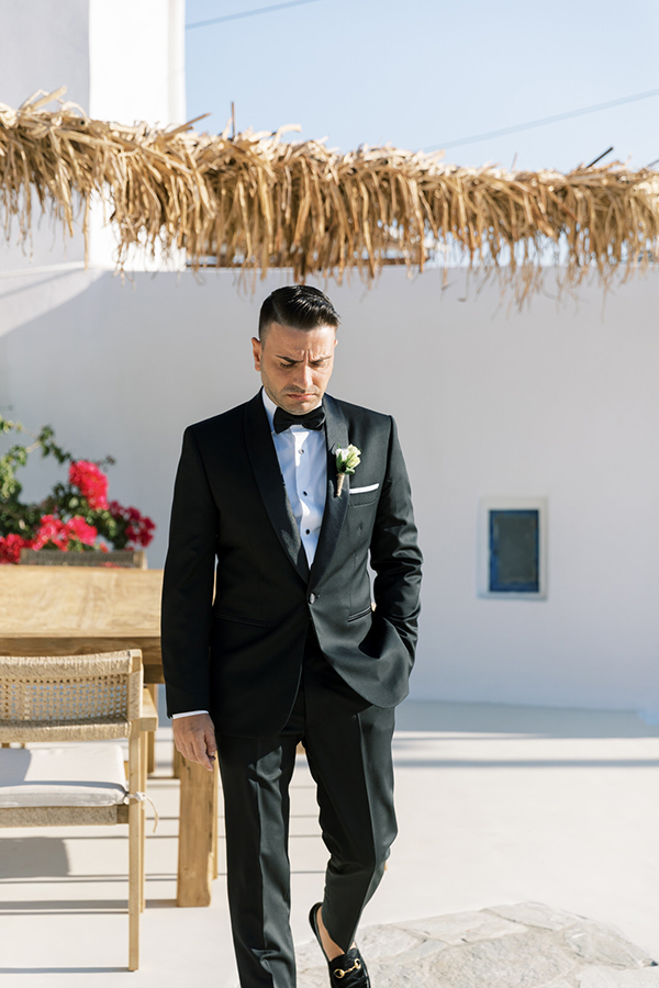 luxurious-summer-wedding-sifnos-romantic-blossoms-white-hues_18