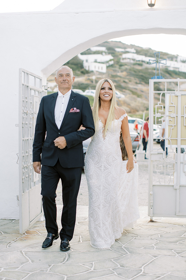 luxurious-summer-wedding-sifnos-romantic-blossoms-white-hues_22