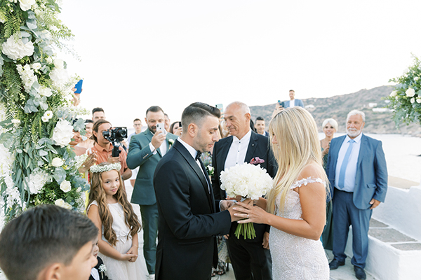 luxurious-summer-wedding-sifnos-romantic-blossoms-white-hues_25