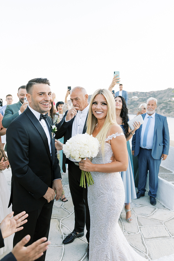 luxurious-summer-wedding-sifnos-romantic-blossoms-white-hues_26