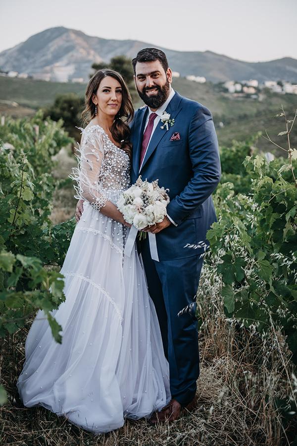 al-fresco-summer-wedding-athens-white-blooms-romantic-details_02