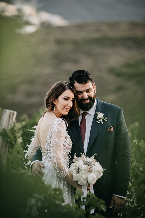 al-fresco-summer-wedding-athens-white-blooms-romantic-details_02x