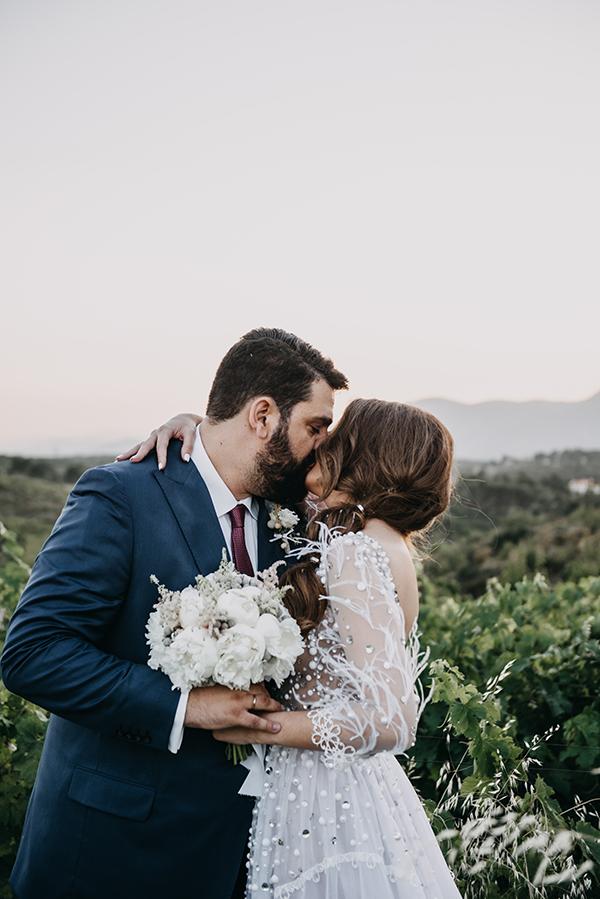 al-fresco-summer-wedding-athens-white-blooms-romantic-details_04x