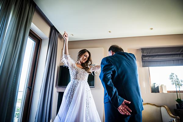 al-fresco-summer-wedding-athens-white-blooms-romantic-details_12