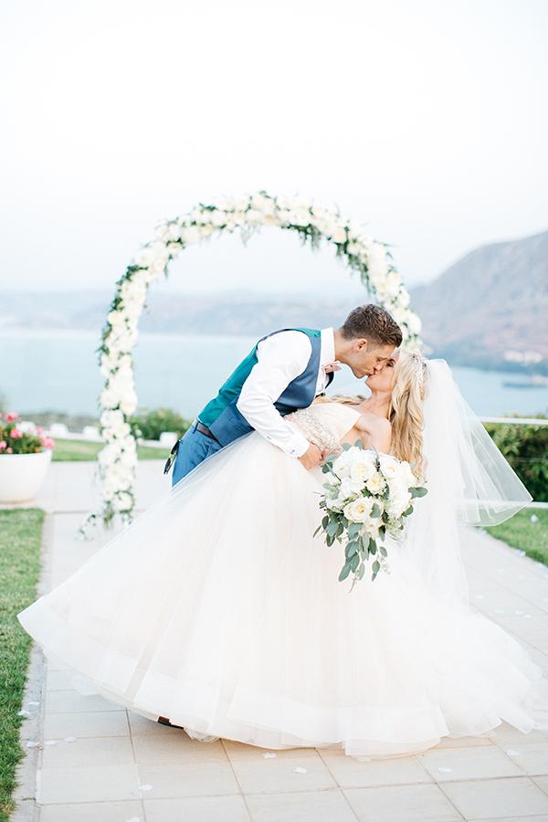 destination-wedding-crete-stunningly-beautiful-florals_03