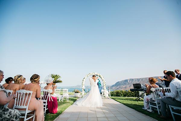 destination-wedding-crete-stunningly-beautiful-florals_17
