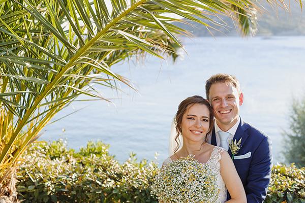 romantic-summer-wedding-athens-lovely-flowers_03