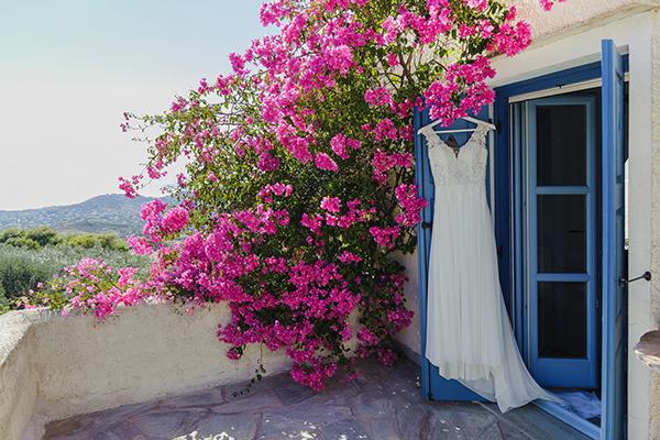 romantic-summer-wedding-athens-lovely-flowers_03x
