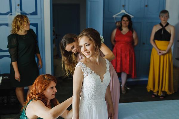 romantic-summer-wedding-athens-lovely-flowers_05