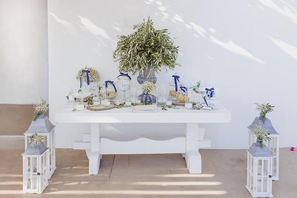 romantic-summer-wedding-athens-lovely-flowers_08