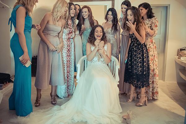 summer-romantic-wedding-santorini-white-peonies-roses_06x