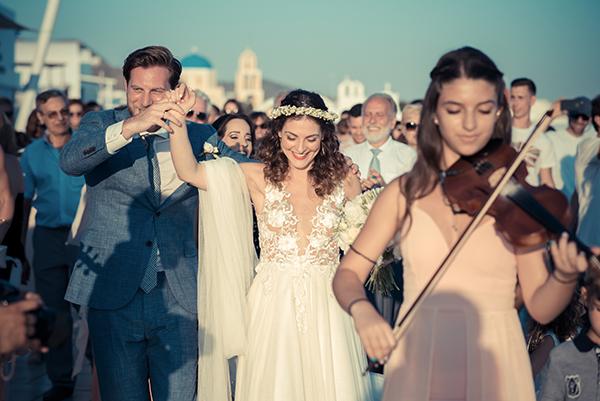 summer-romantic-wedding-santorini-white-peonies-roses_16