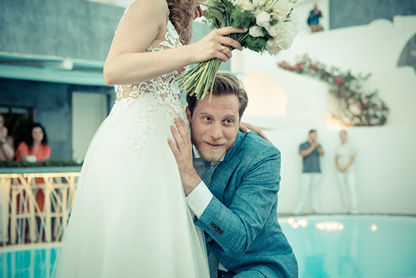 summer-romantic-wedding-santorini-white-peonies-roses_19