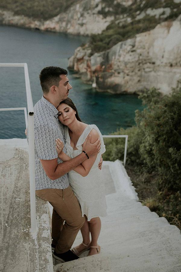engagement-photoshoot-breathtaking-view-zakynthos-island_02
