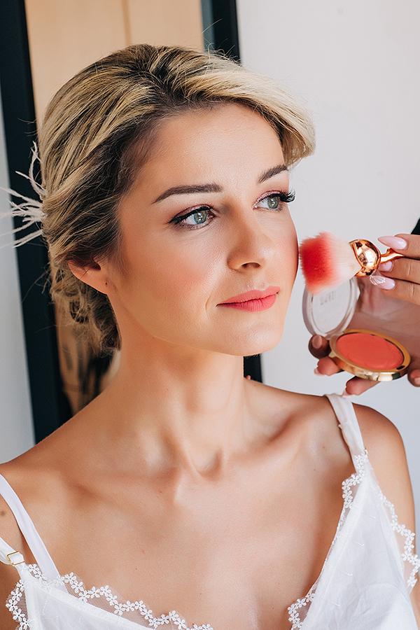 gorgeous-summer-wedding-athens-white-blooms-lush-greenery_09